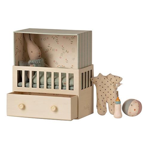 Maileg Baby room w. Micro rabbit Blue (blauwe babykamer met konijn)-1