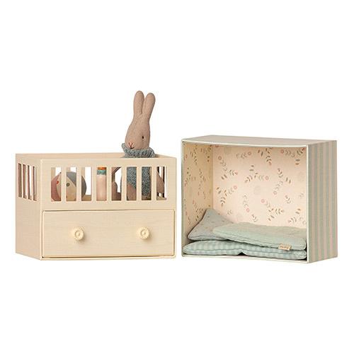 Maileg Baby room w. Micro rabbit Blue (blauwe babykamer met konijn)-2
