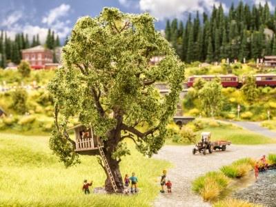 21765  Baum mit Baumhaus-1