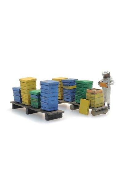 387477 Bijenkasten met imker