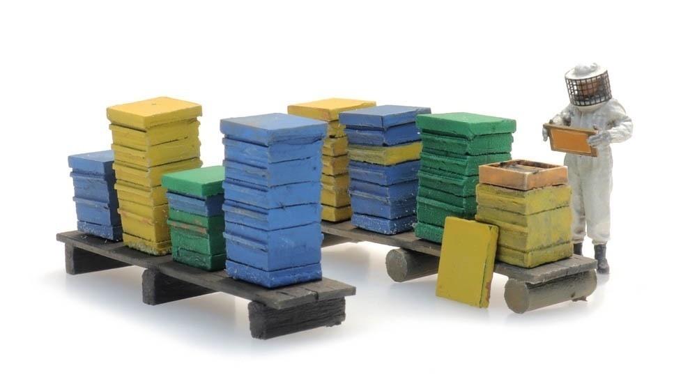 387477 Bijenkasten met imker-1