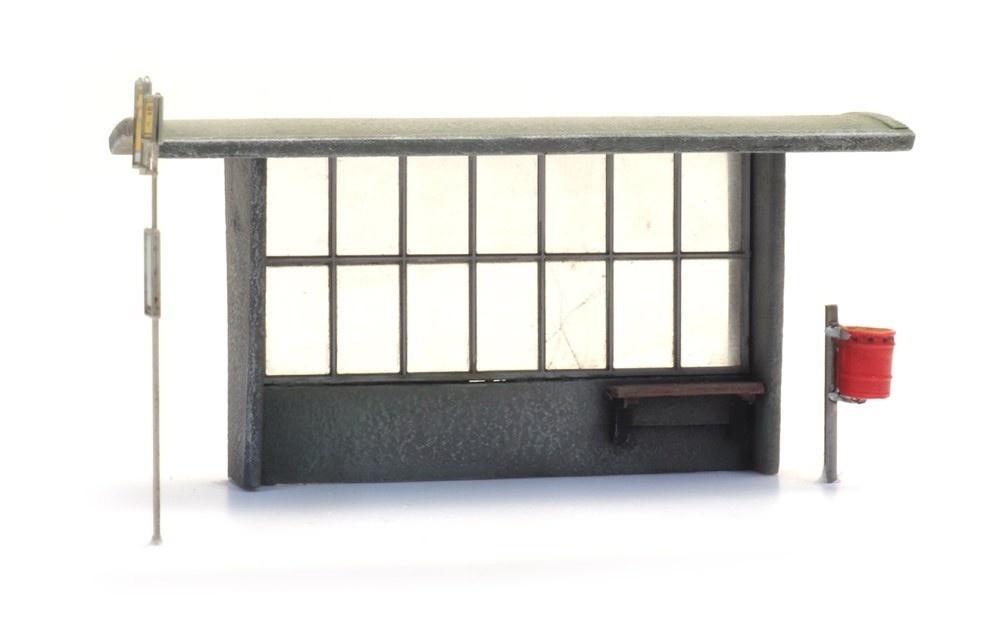 387453 Bushokje beton jaren '60 tot heden met haltebord en vuilnisbak-1