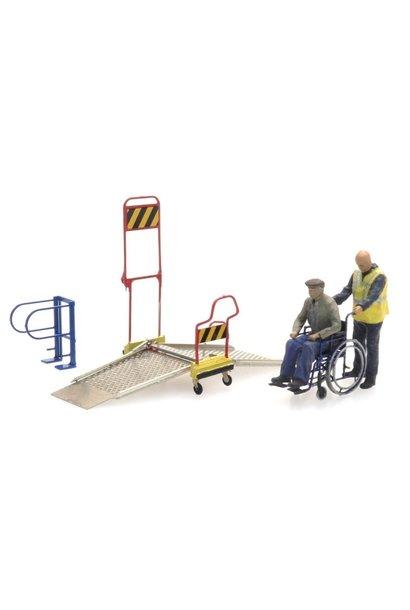 387447 Rolstoelbrug met rolstoel en 2 figuren
