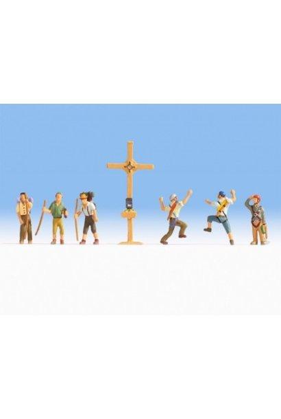 15874  Bergwanderer mit Gipfelkreuz