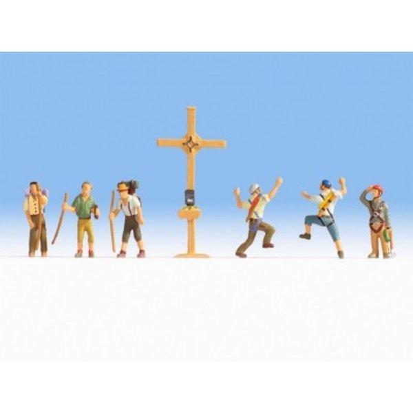 NOCH 15874   Bergwanderer mit Gipfelkreuz