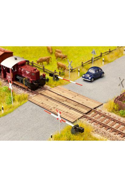14305 Bahnübergang Holzbohlen