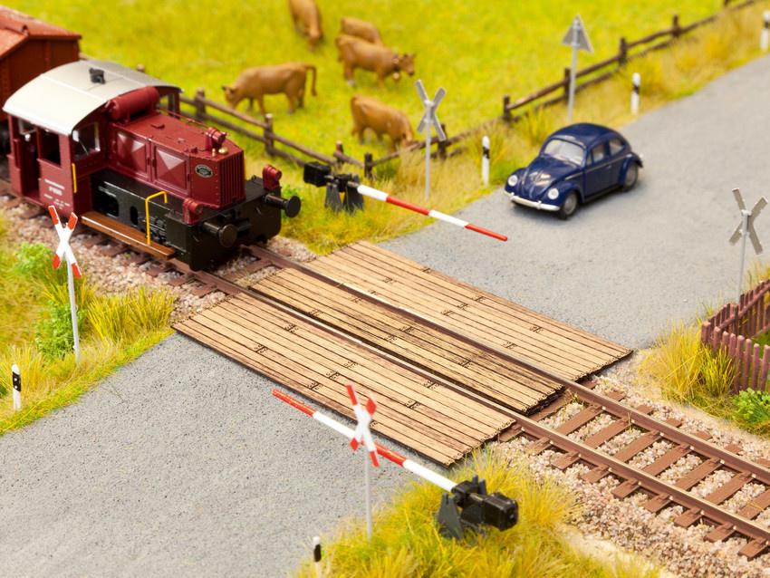 14305 Bahnübergang Holzbohlen-1