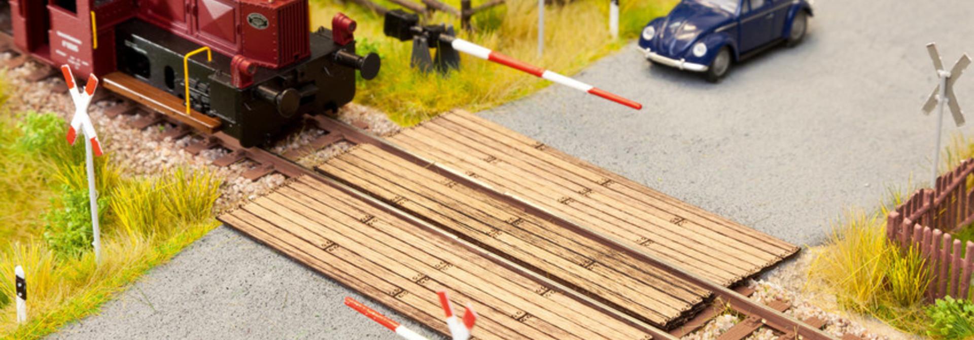 14624 Bahnübergang Holzbohlen