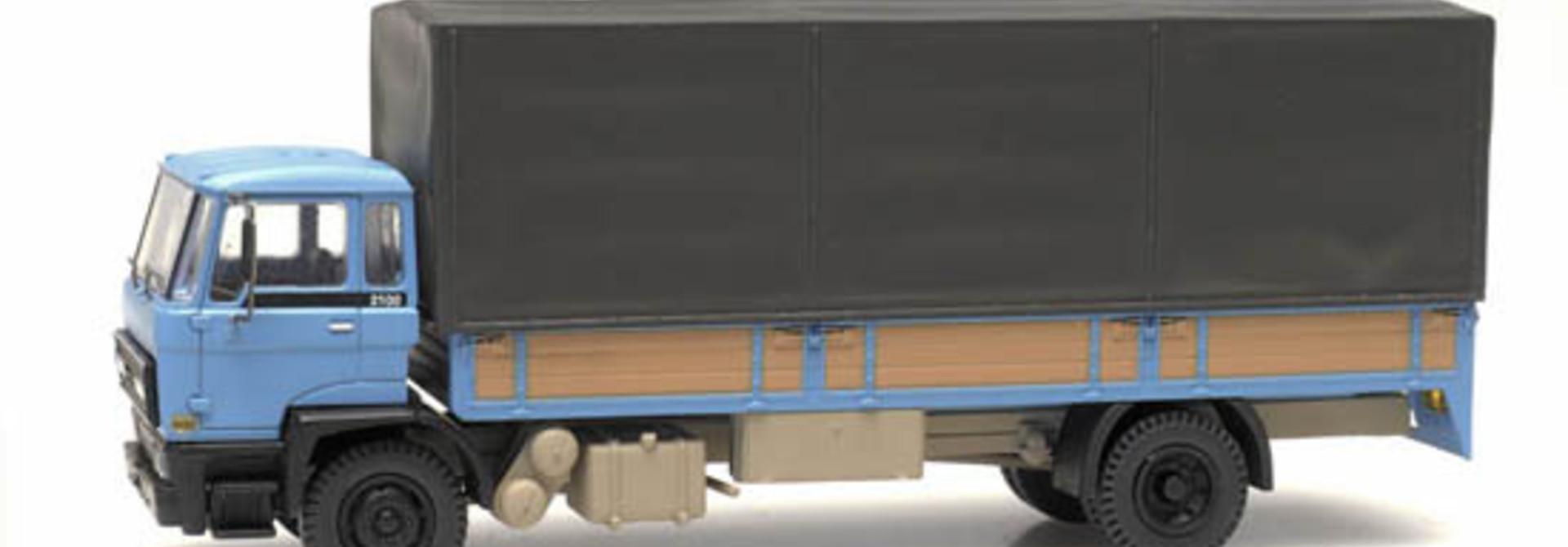 487.052.01 - DAF kantelcabine 1982, open bak, huif, blauw