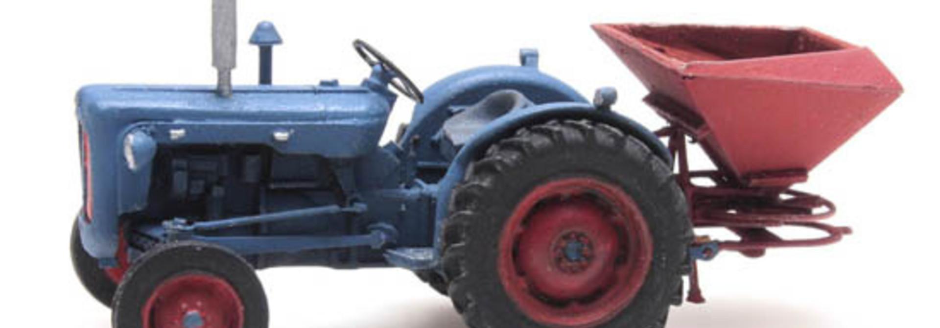 387.347 - Traktor Fordson met kunstmeststrooier