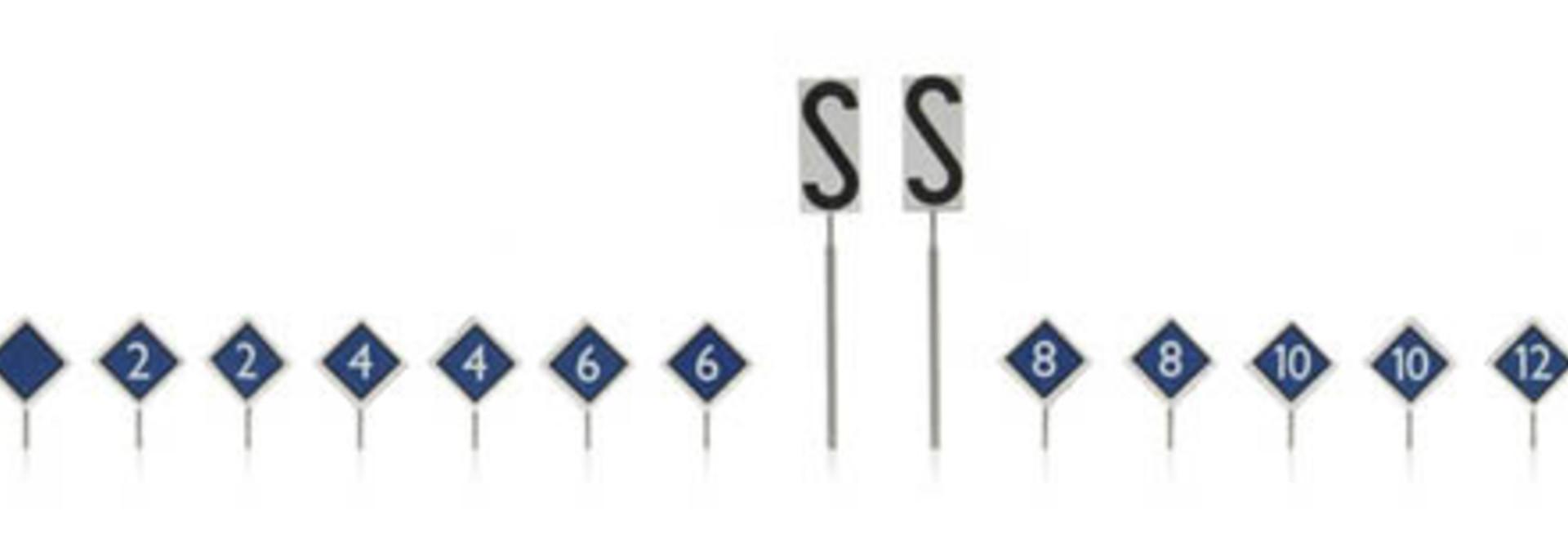 387.213 NS-borden: perron stopplaatsborden 16 stuks