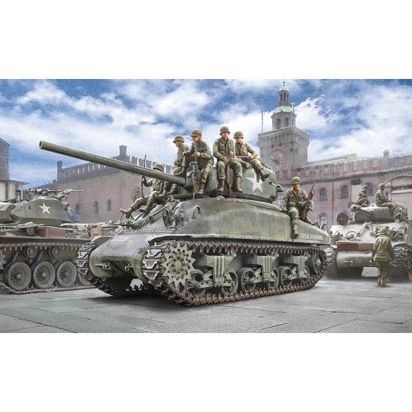 Italeri 6568 1:35 Bouwpakket M4A1 Sherman with Infantry