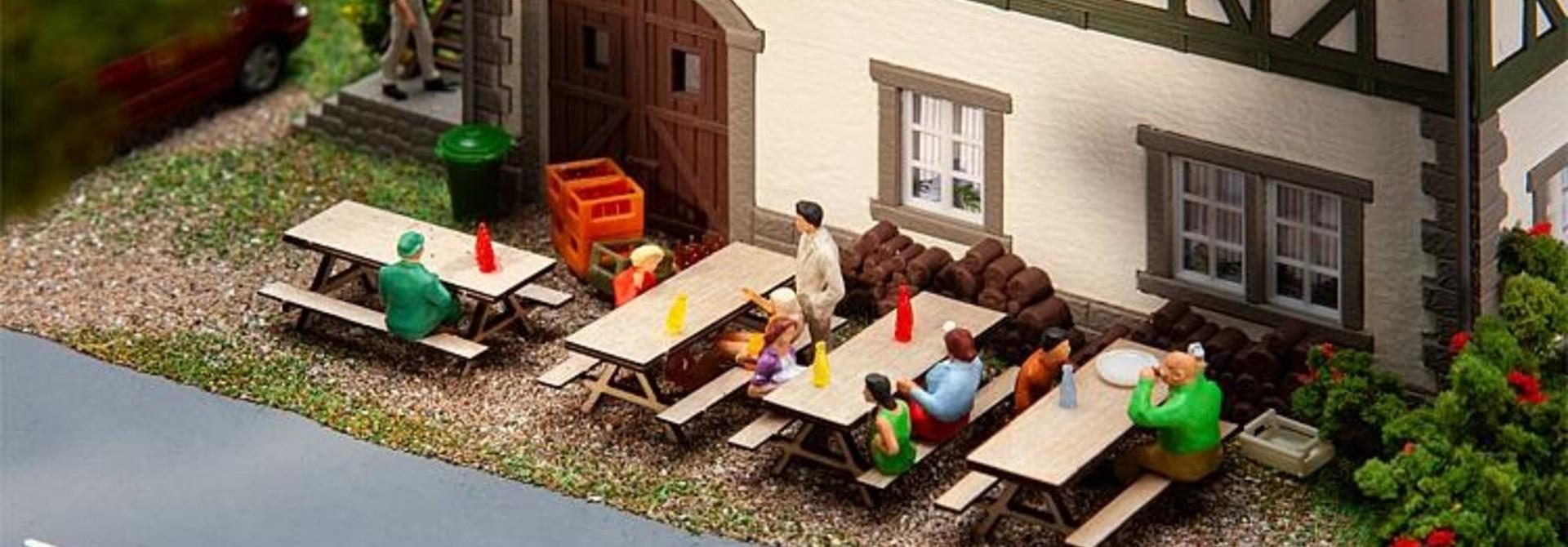 180304 4 Picknickbänke
