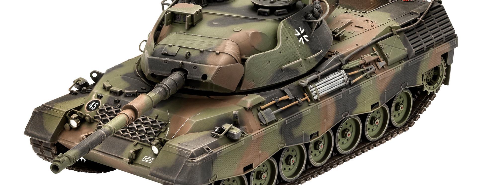 Bouwdozen van tanks en andere militaire voertuigen
