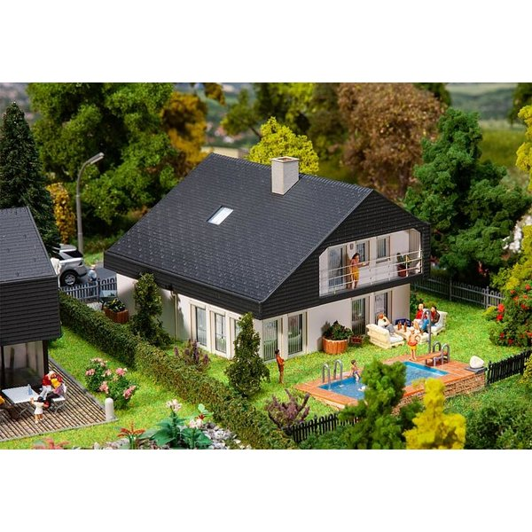 Faller 130642 Woonhuis met platen dak