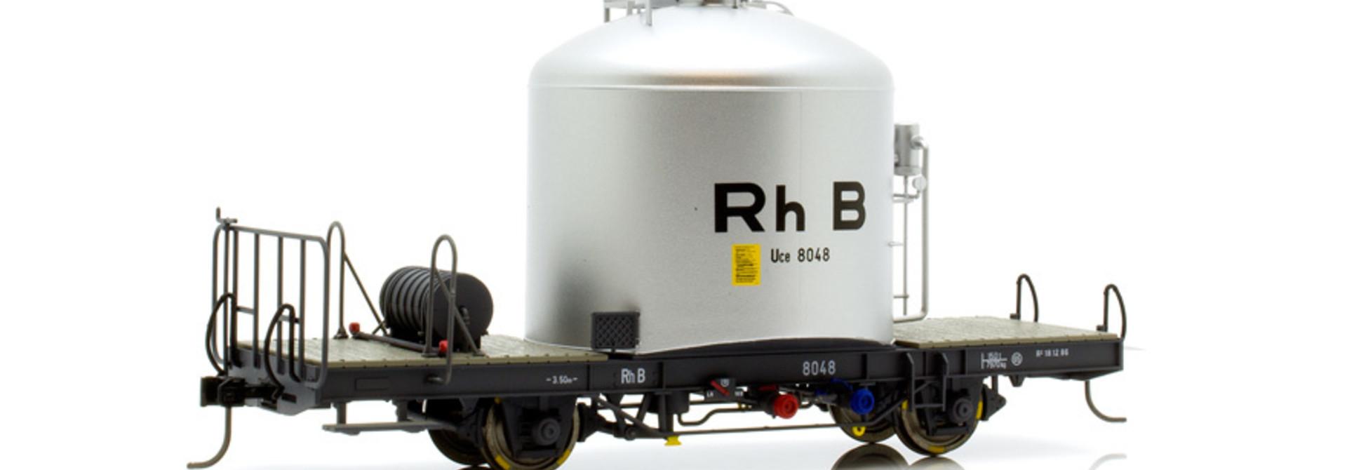 """RhB Uce 8014 """"RhB"""" Zementsilowagen mit Kastenabdeckung"""