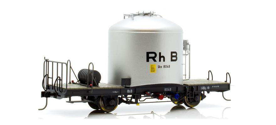 """RhB Uce 8014 """"RhB"""" Zementsilowagen mit Kastenabdeckung-1"""