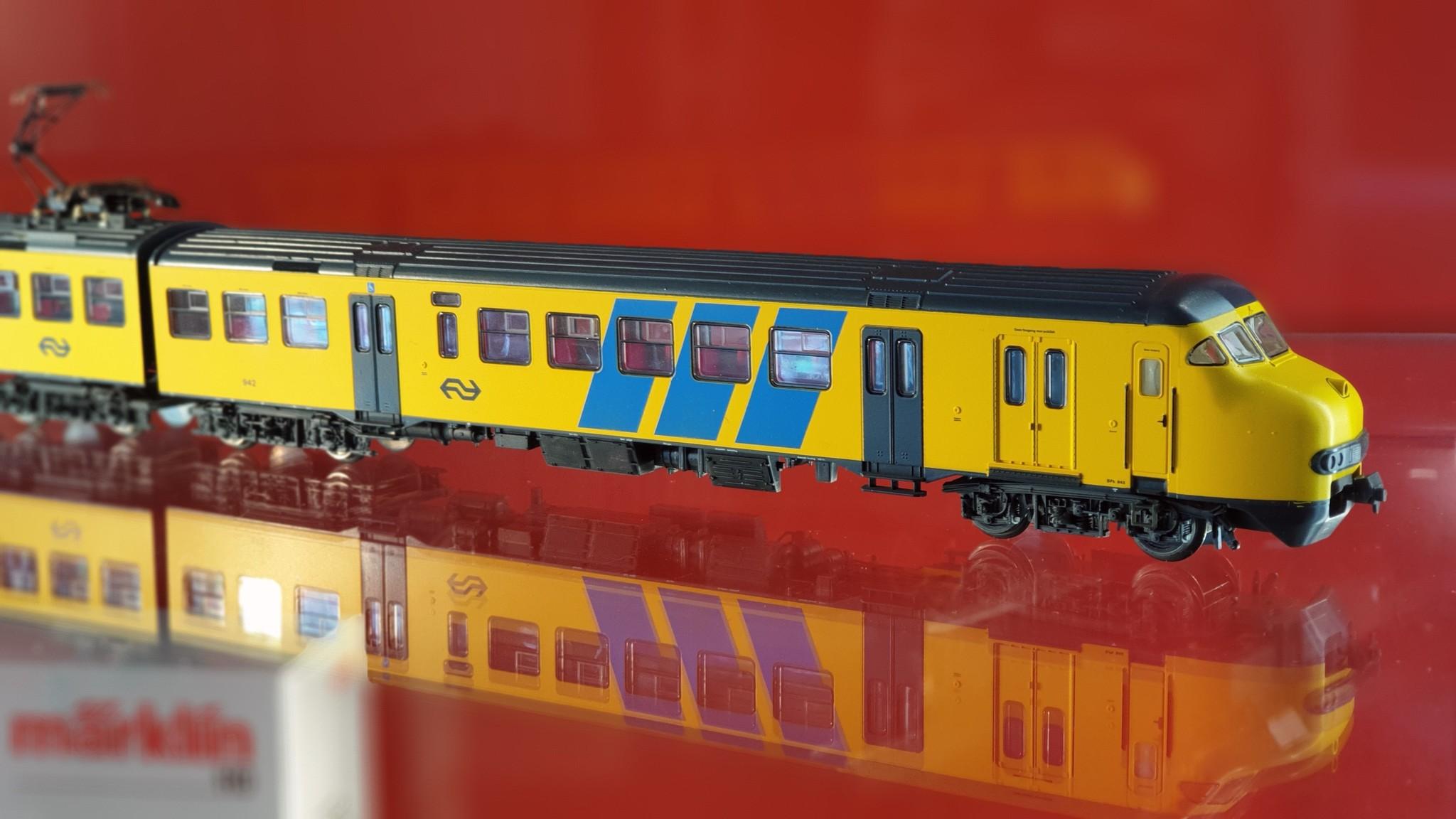 1472 treinstel Plan V van de NS AC digitaal-1