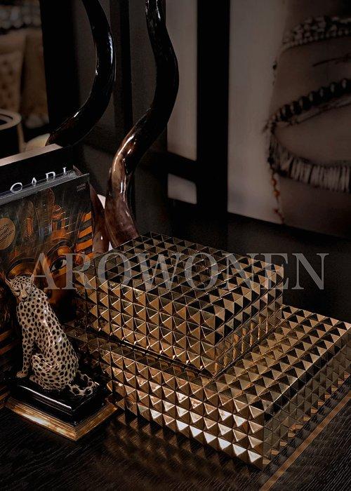Box - Studs Gold - L