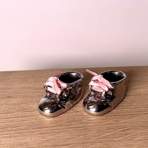 Set of baby shoes in a luxury box