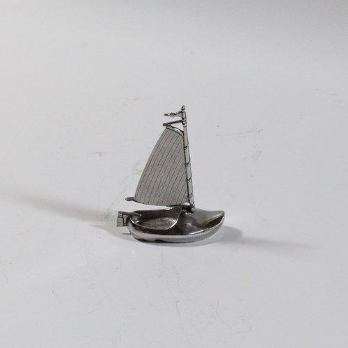 Clog boat
