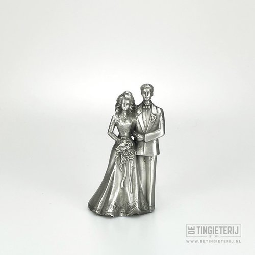 Sculpture wedding couple classic