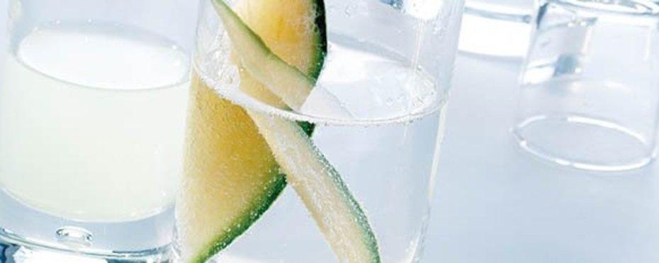 """Glasserie """"Airpearl"""" - trendige Gläser mit raffinierter Luftblase im Boden"""
