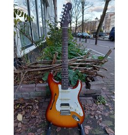 Fender Fender Rarities Stratocaster Thinline HSS, Solid Rosewood Neck, Violin Burst B-stock