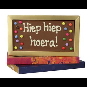 Afhalen bij Bonvanie of laten versturen via PostNL Hiep hiep hoera - Chocoladereep met tekst