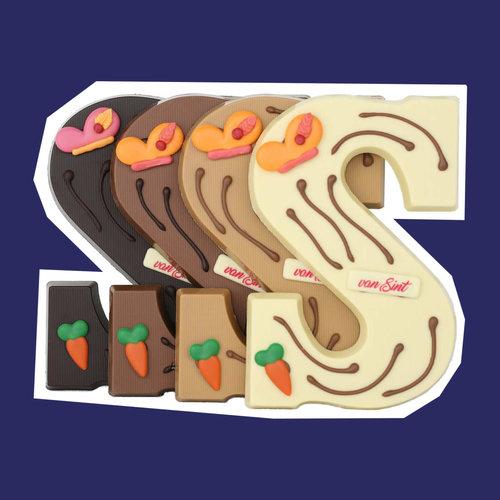 Luxe gedecoreerde chocoladeletters