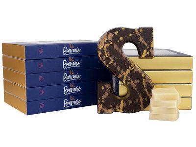 Bonvanie chocolade Chocoladeletter puur: marsepein en vanille - Gevuld