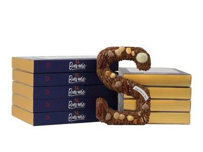 Bonvanie chocolade Luxe handgespoten chocoladeletter melk met noten, diverse maten