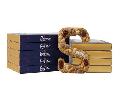 Bonvanie chocolade Luxe handgespoten chocoladeletter gold met noten, diverse maten