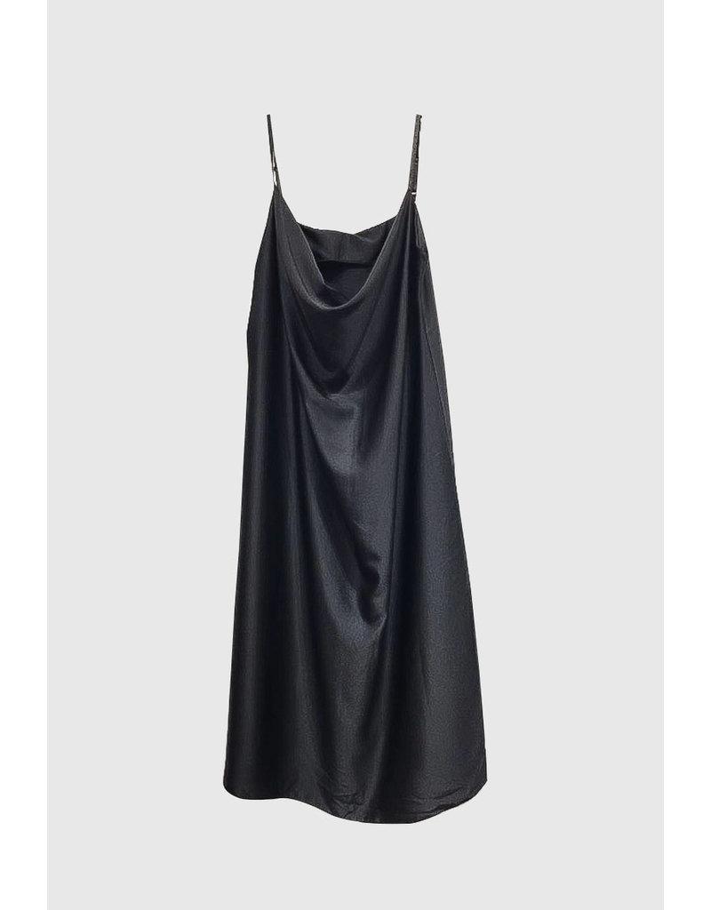 Robe mi longue satinée noire