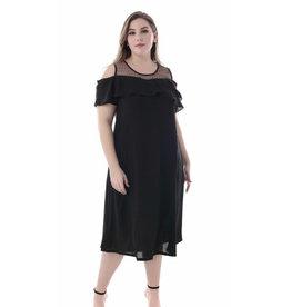 Robe noire coupée aux épaules
