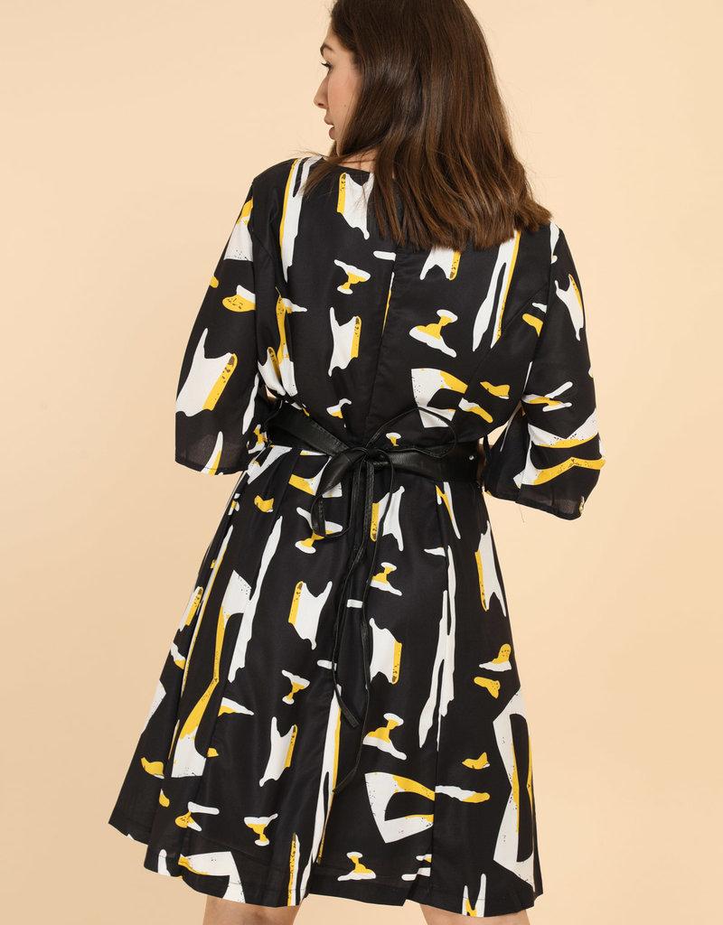 EMB Robe noire ceinturée