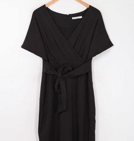 EMB Robe noire élégante avec ceinture
