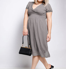 EMB Robe taupe petite manche