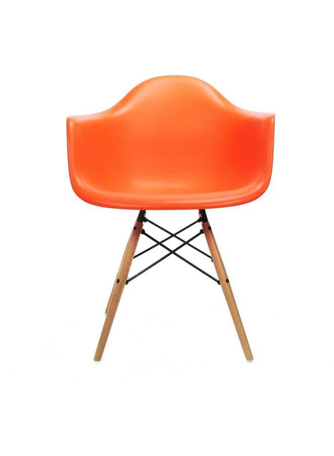 Eames chair oranje