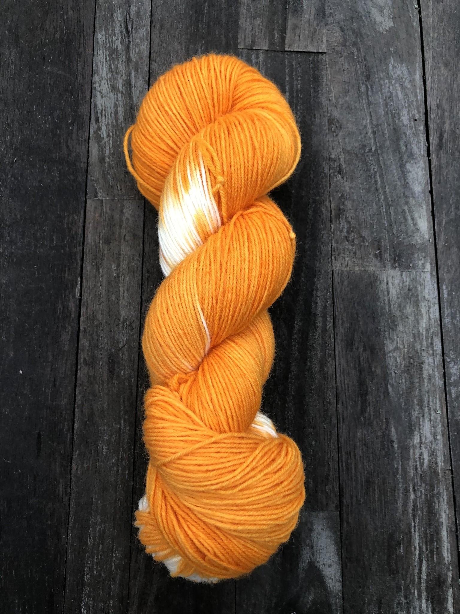 Herzfasern Herzfaser No 22 - Sockenwolle 4-fach  mit recyceltem Polyamid-muselingfrei  Schneeflöckchen Golden