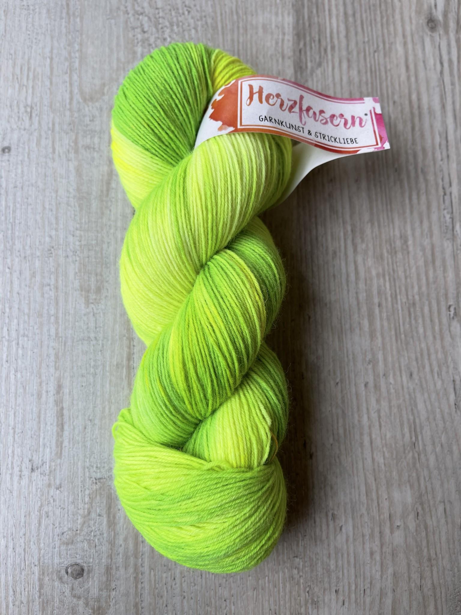 Herzfasern Herzfaser No 22 - Sockenwolle 4-fach  mit recyceltem Polyamid-muselingfrei  Karibisches Grün
