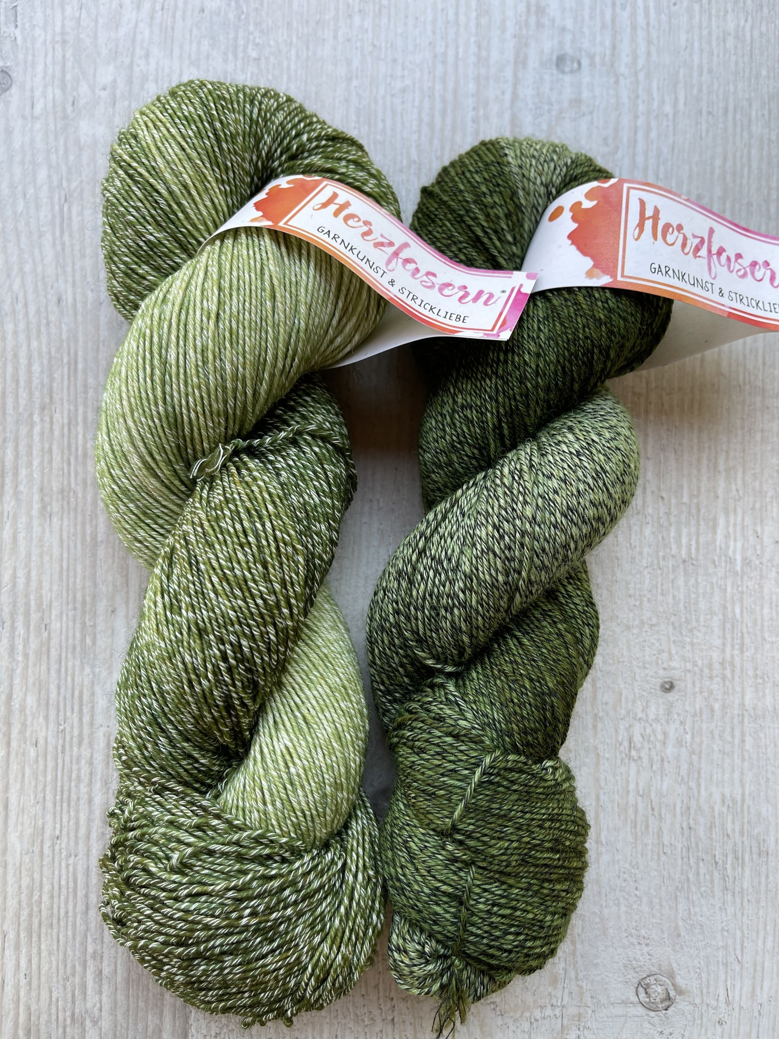 Sockenwolle mit Baumwollanteil -Grün gemischt