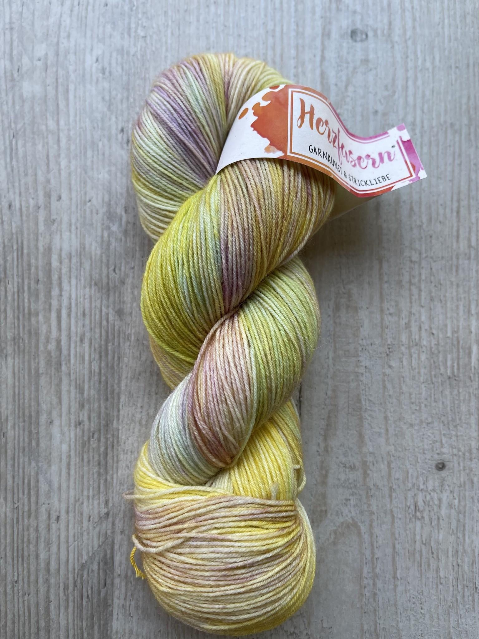 Herzfasern Sockenwolle - Aquarell gelb
