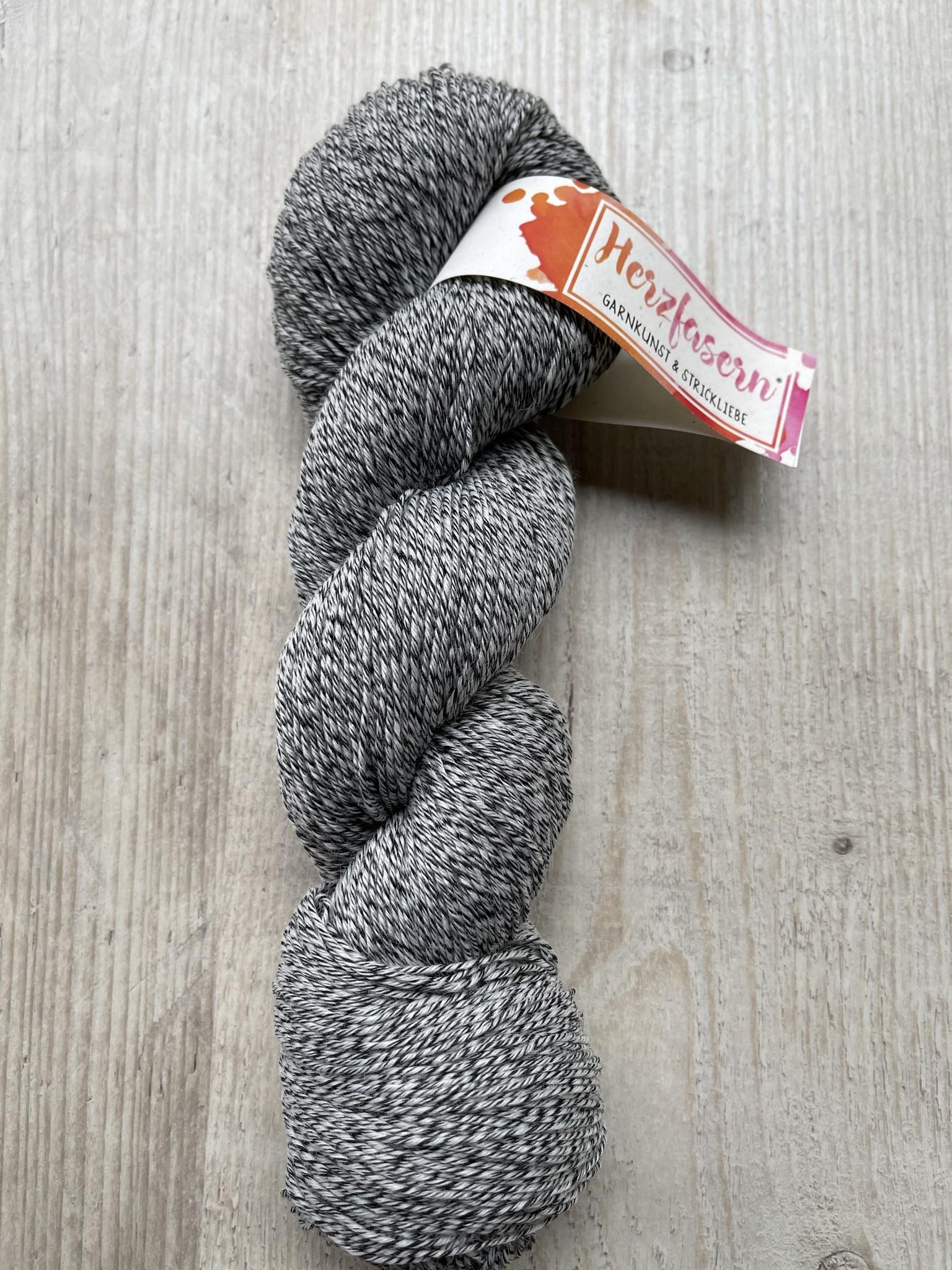 Färbeware - Rohgarn zum Färben Sockenwolle mit Baumwollanteil -