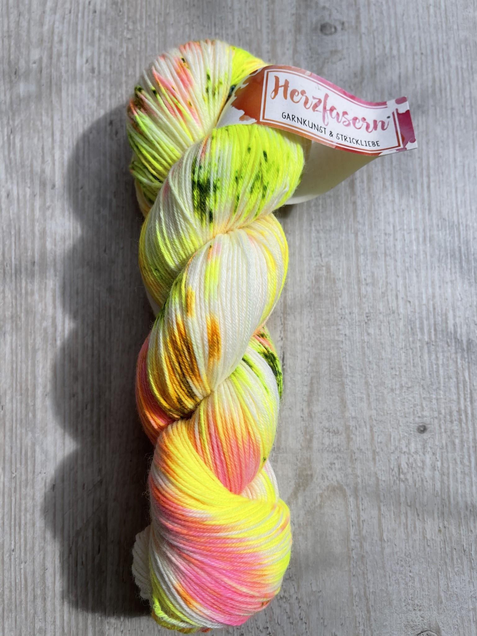 Herzfasern Herzfaser No 22 - Sockenwolle 4-fach  mit recyceltem Polyamid-muselingfrei  Hanako 2.0 neon