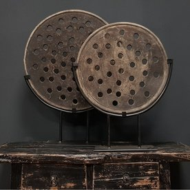 Luksa unieke stenen oosterse broodmal op ijzeren standaard