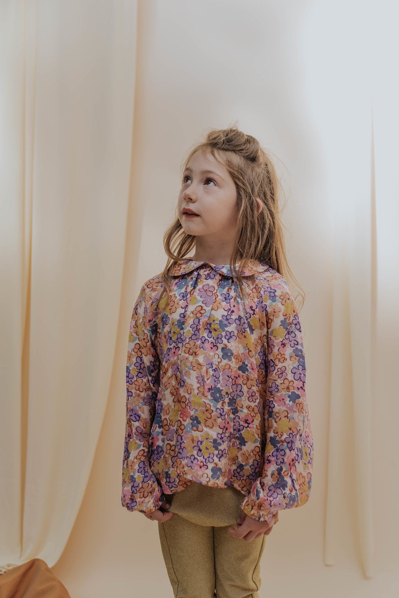 Round collar blouse - Scribble Flower-2