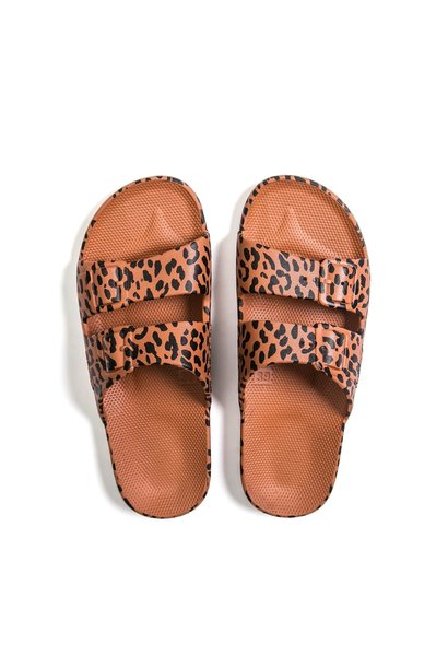 Slippers - Leo Toffee