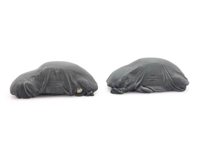 Lading: 2 VW Kevers onder dekzeil