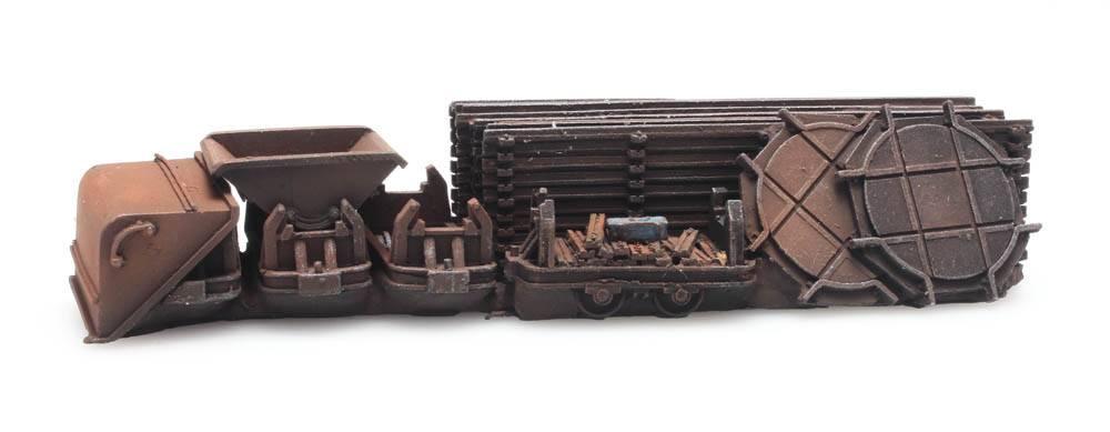 Cargo: Tracks and three narrow-gauge dumpers